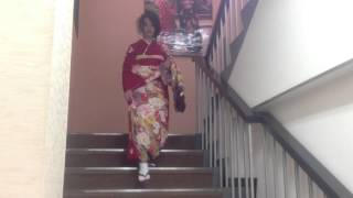 振袖の立ち居振る舞い|階段の降り方【トータルフォトスタジオ シンデレラ】 thumbnail