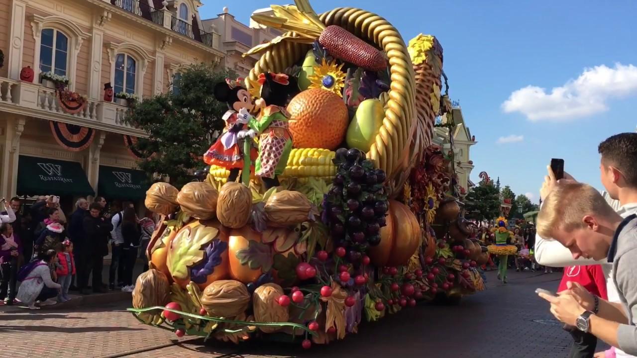 la c l bration d 39 halloween de mickey parade disneyland. Black Bedroom Furniture Sets. Home Design Ideas
