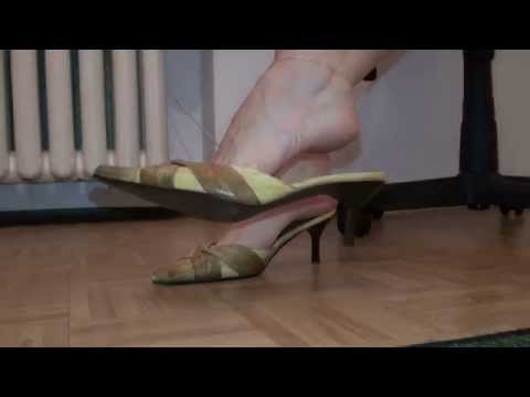 My foot licked first thing in the morningKaynak: YouTube · Süre: 1 dakika1 saniye