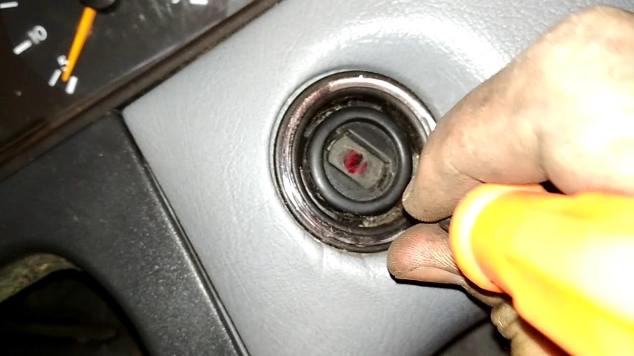 не вытаскивается ключ из зажигания мерседес w211
