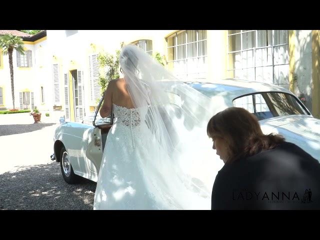 Come salire e scendere dalla macchina con l'abito da sposa