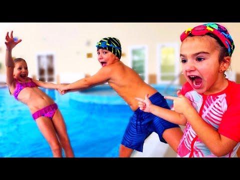 Аминка Камиль и Милана из Family Box ПОСПОРИЛИ в Аквапарке! Кто КРУЧЕ Плавает? Влог от Кикидо