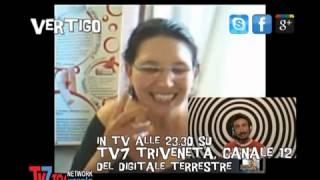 Repeat youtube video VERTIGO - Consigli per l'uso: Tickling, solletico erotico con le piume che scatena il desiderio...
