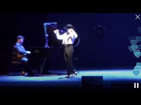 Miguel de Molina al desnudo en el Teatro Rialto de Madrid