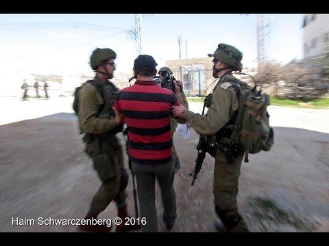 Hebron: Israeli soldiers target and arrest Palestinian journalist. 25/02/2016