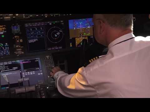 Boeing 787 Dreamliner Cockpit - Flight Programming, Details