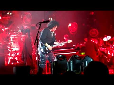 Toto – Lion feat. Steve Lukather speech – 11.2.2018 Ice Hall, Helsinki, Finland