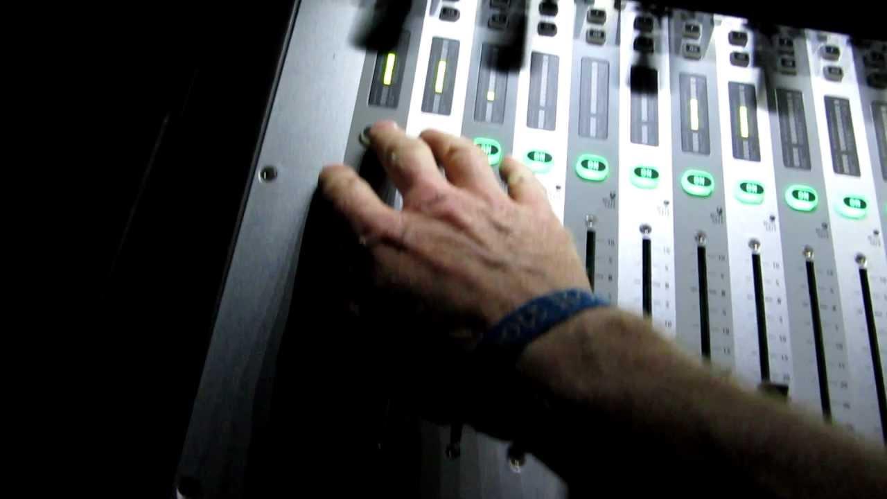 Soundcraft Vi1 mixing desk