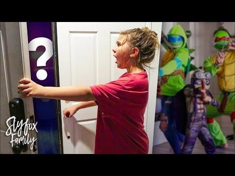 SPOOKY HALLOWEEN VISITOR!! 🎃🐢 Teenage Mutant Ninja Turtles Dress Up Party | Slyfox Family