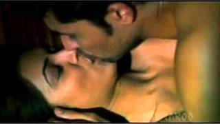 DEEPIKA PADUKONE HOT KISS WITH NEIL NITIN MUKESH