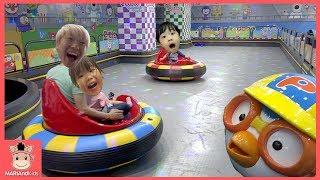 상어가족 뽀로로 자동차 범퍼카 레이싱 대결 운전 놀이 누가 이길까? ♡ 테마파크 키즈카페 놀이 Kids Indoor Playground | 말이야와아이들 MariAndKids