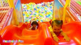 #2 Mandi Bola Banyak Sekali & Naik Odong-odong Mobil Mainan Anak - Play Balls Pit Show & Mini Merry