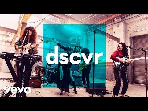 MUNA - I Know A Place - Vevo dscvr (Live) - YouTube