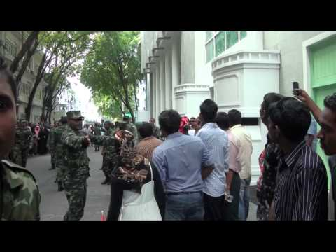 Mohamed Nasheed resigns as President