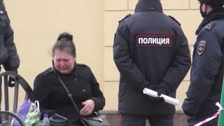 Полицейские толпой жестко задержали женщину
