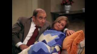 The Mary Tyler Moore Show - Mary's Insomnia (Lou Grant Singing to Mary)