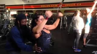 Тяга к груди с упором для проработки широчайших мышц спины