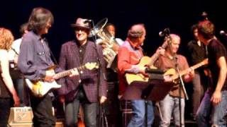 """Levon Helm Band With Joe Pug And Elvis Costello """"the Weight"""" Live In Vancouver"""