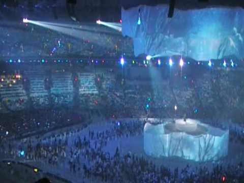 Alanis Morissette performs Wunderkind at the 2010 Winter Olympic Closing Ceremony