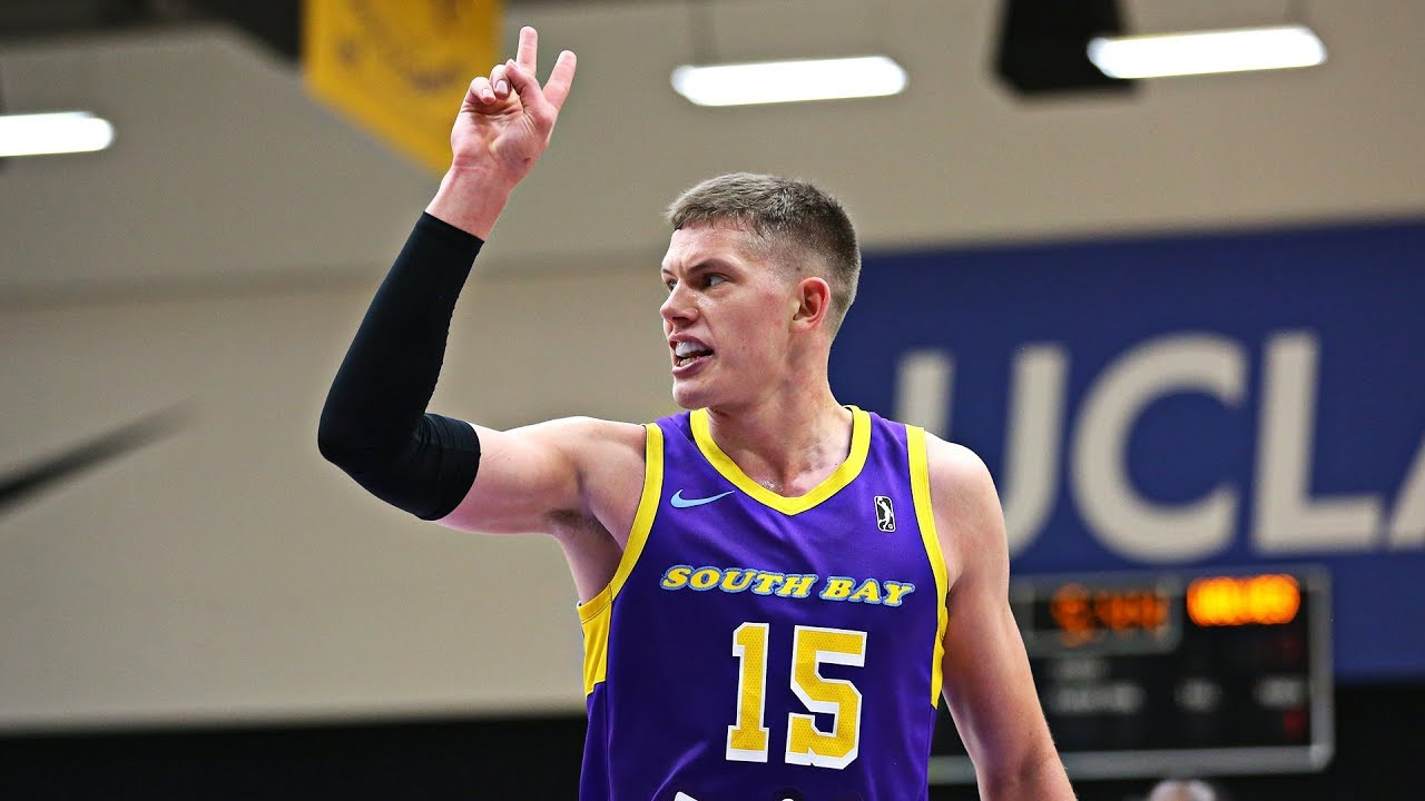 bea4d50e82d Moe Wagner flashes inside-out skills against Iowa