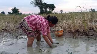 Beautiful girl Fishing at pailin province in cambodia (33)
