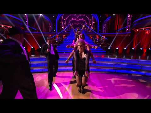 The Dancing With The Stars Cast's First Group Dance - Week 6