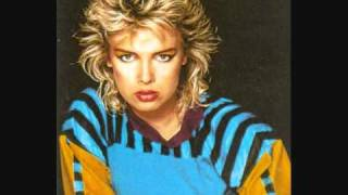 Watch Kim Wilde Putty In Your Hands video