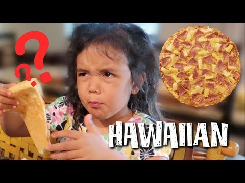 Trying Hawaiian Pizza for the first time in Hawaii  - itsjudyslife thumbnail