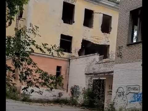 Дети обрушили стену заброшенного здания в Озёрске. Август, 2019