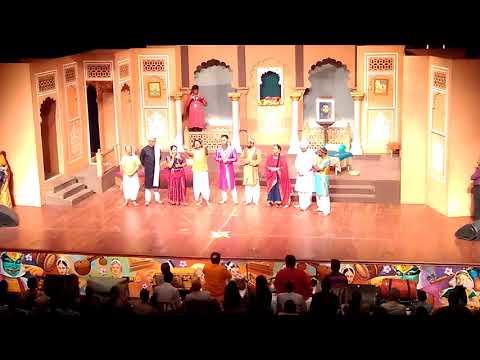 Mahesh Kale and Rahul Deshpande singing after their performance in Vasantotsav 2017