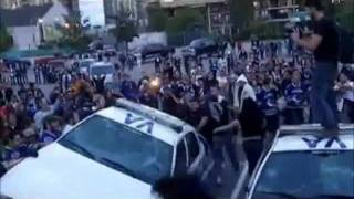Crowds destroy and torch two police cars - Vancouver Stanley Cup Riot 2011