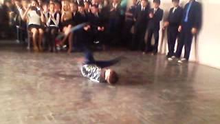 Копия видео Мои двоя друзей танцуют в школе(, 2015-02-01T10:57:57.000Z)