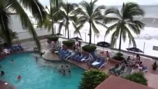 Huracan Patricia - Grandes olas en puerto vallarca