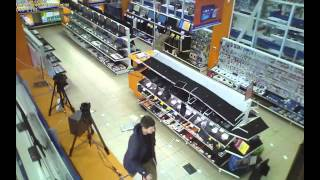 Мужина с ломом разбил технику на стеллажах(, 2015-05-07T16:31:33.000Z)