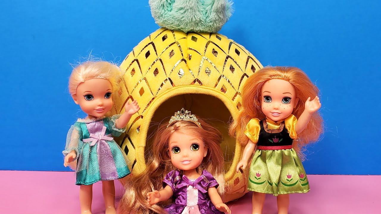 Sleepover ! Elsa & Anna toddlers - Rapunzel's house - Barbie
