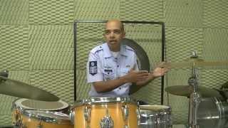 ESPECIALISTAS - Sargento ensina música para crianças do Forças no Esporte