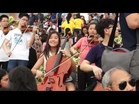 "Flash Mob by Hong Kong Music Academy Orchestra and Opera Hong Kong Children Chorus ""Canon in D"""