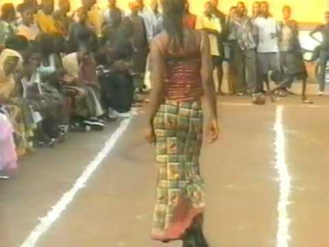 Cool, Street Fashion Show in Conakry ;-))