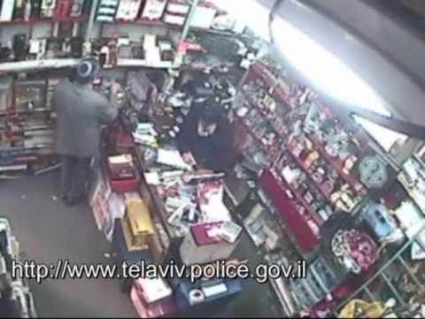 tlv police חשוד בגניבת מזוזות  פניה לעזרת הציבור