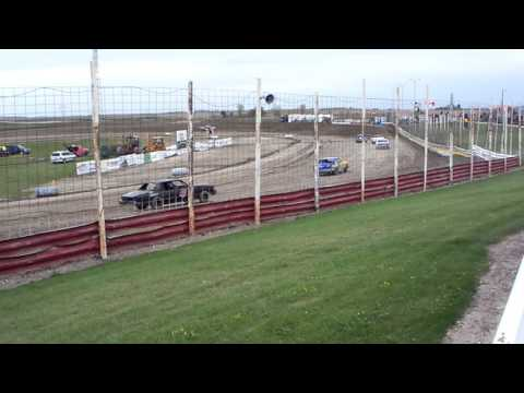 101 0752 2015-10-03 Devils Lake Speedway Pure Stock Heat 1