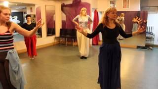 Урок восточных танцев. Студия