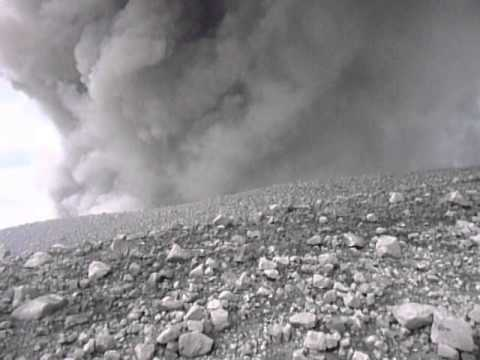 Santiaguito volcano eruption - Video from the crater