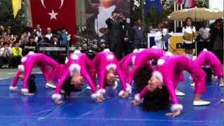 Defne İpek Doğan jimnastik gösterisi