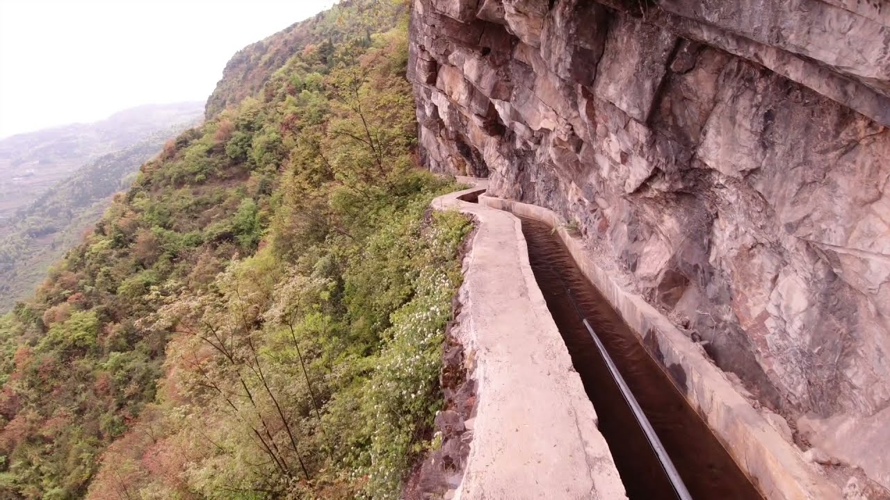 贵州一86岁老人用36年时间修建崖壁水渠,把自己的一生都奉献在上面了