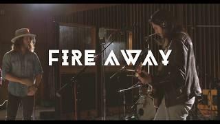 Смотреть клип Dirty Honey - Fire Away
