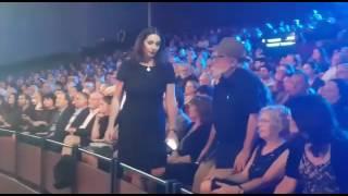 بالفيديو.. انسحاب وزيرة إسرائيلية من حفل الأوسكار بسبب محمود درويش