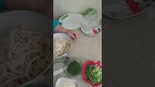 Безумно вкусный салат с кальмарами