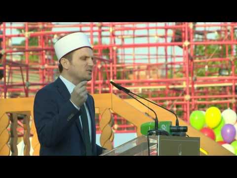 Bajrami i Madh, besimtarët falin Namazin në sheshin e ri - Top Channel Albania - News - Lajme