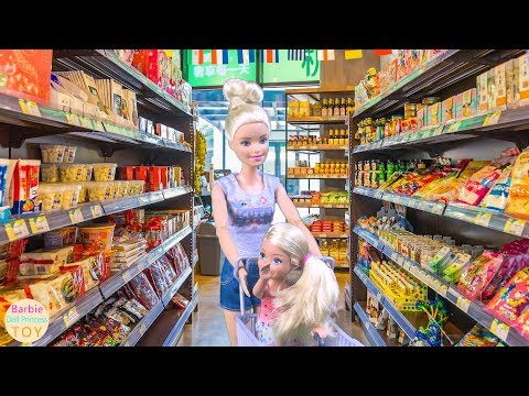 Barbie and sister Kelly ride bicycles to the supermarket to shop, Barbie grocery toys