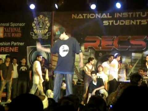 Cool Dance By Tushar Kapoor at Recstacy 2k12